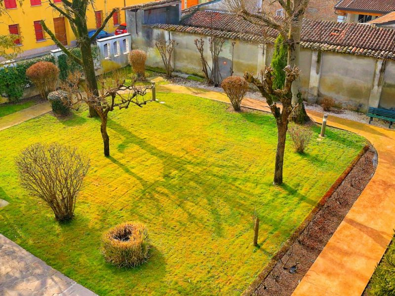 uno dei giardini interni al Centro Residenziale