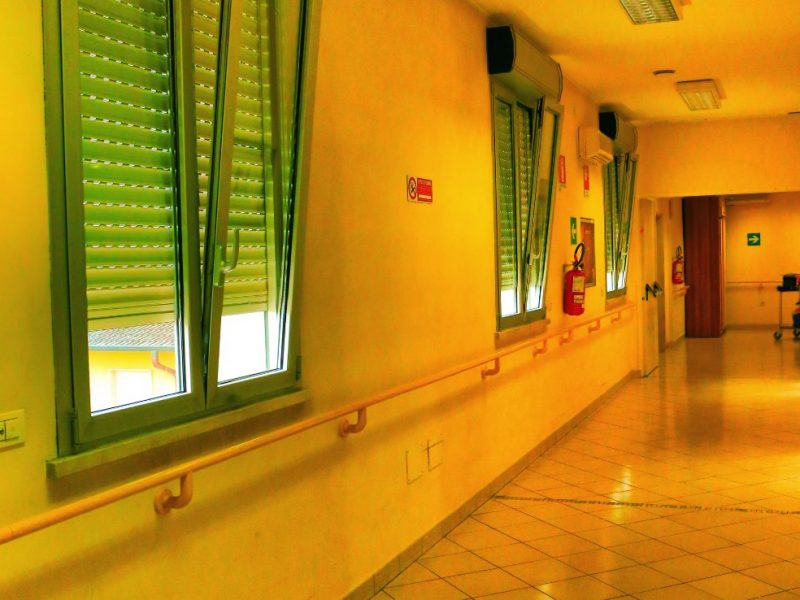 uno degli ampi corridoi del Centro Residenziale